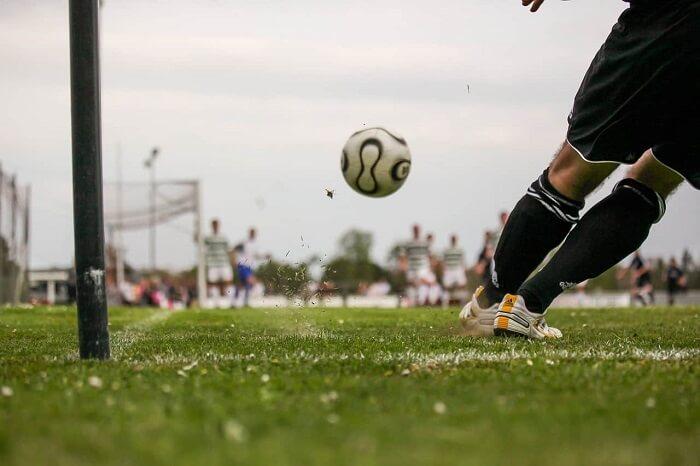 Các trận đấu bóng cỏ diễn ra khá nhiều hàng ngày