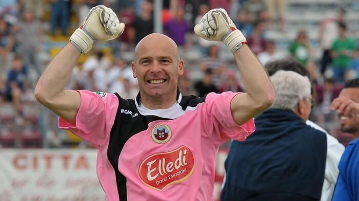 Andrea Pierobon là cầu thủ bóng đá nhiều tuổi nhất lịch sử thi đấu chuyên nghiệp Italia